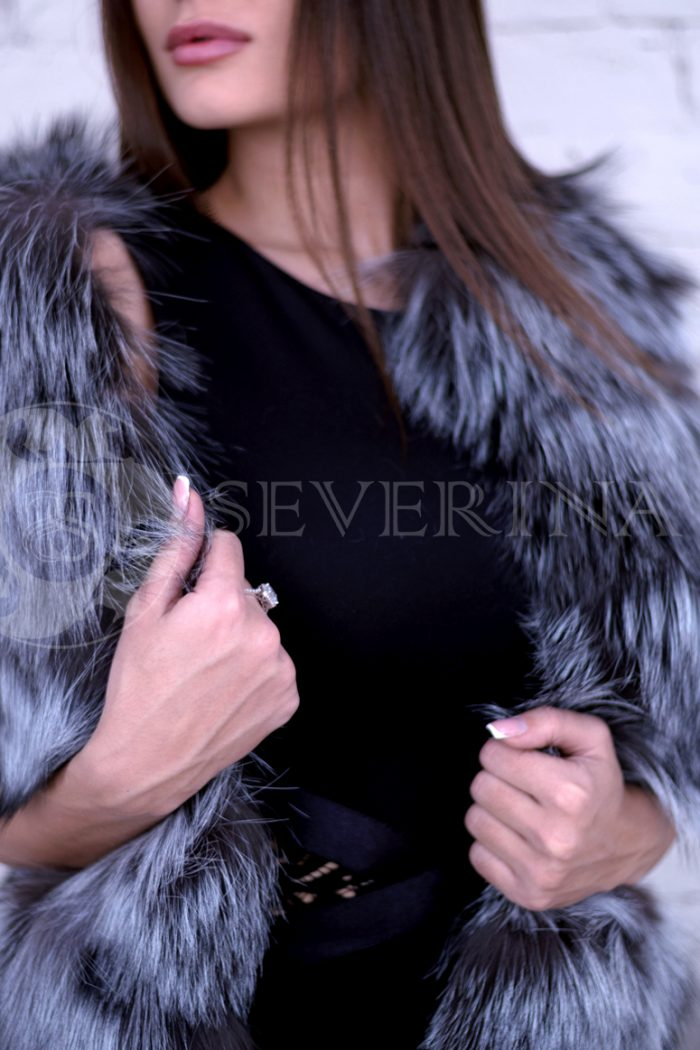 chernoburka 3 700x1050 - жилет из меха серебристо-черной лисы