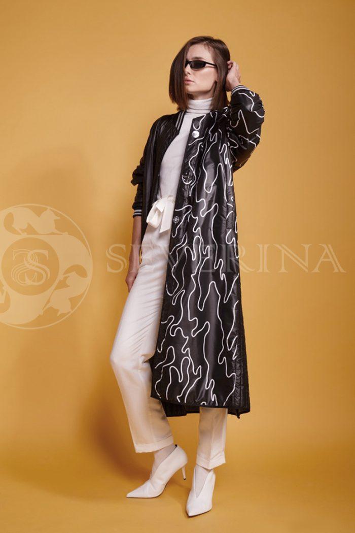 chernoe steganoe assimetrija 6 700x1050 - пальто из стеганой ткани с ассиметричным принтом