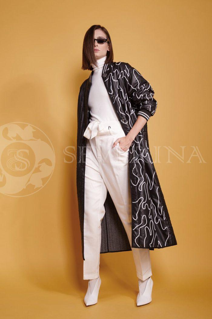 chernoe steganoe assimetrija 7 700x1050 - пальто из стеганой ткани с ассиметричным принтом