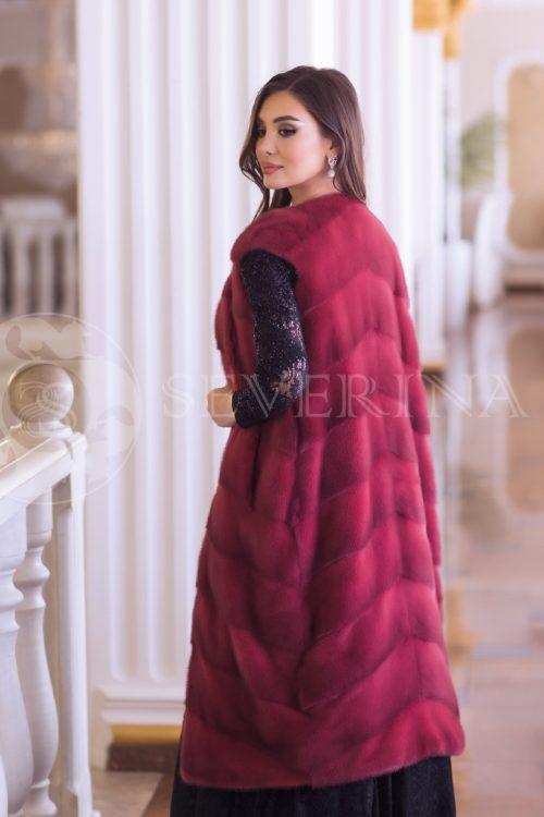 жилет из меха норки темно-красного цвета