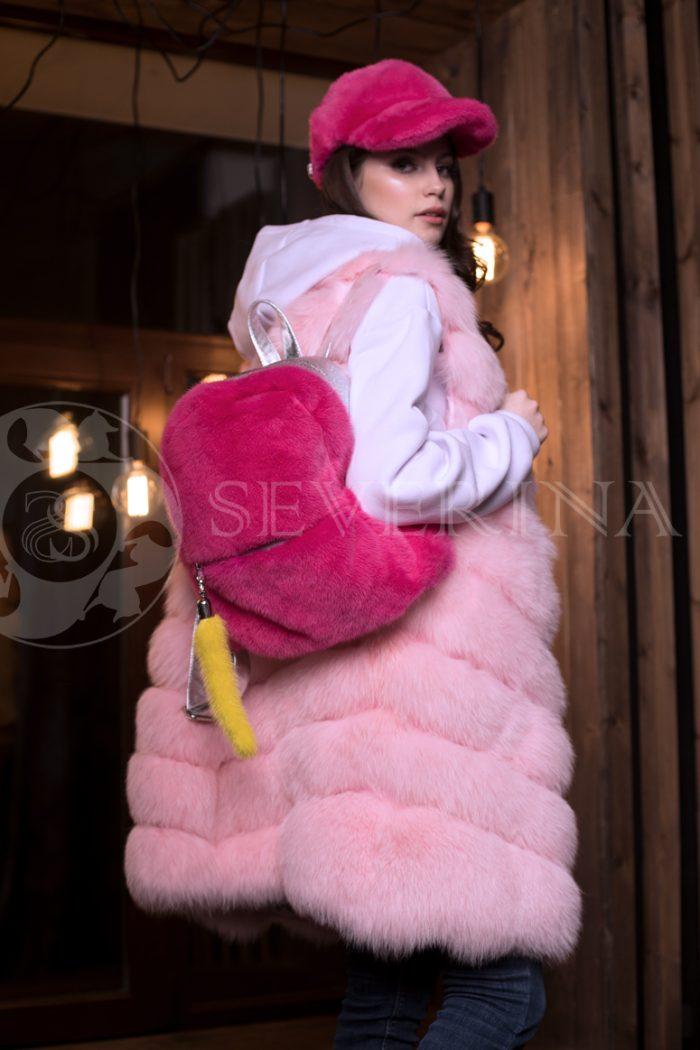 pesec rozovyj 2 700x1050 - жилет из меха песца розового цвета