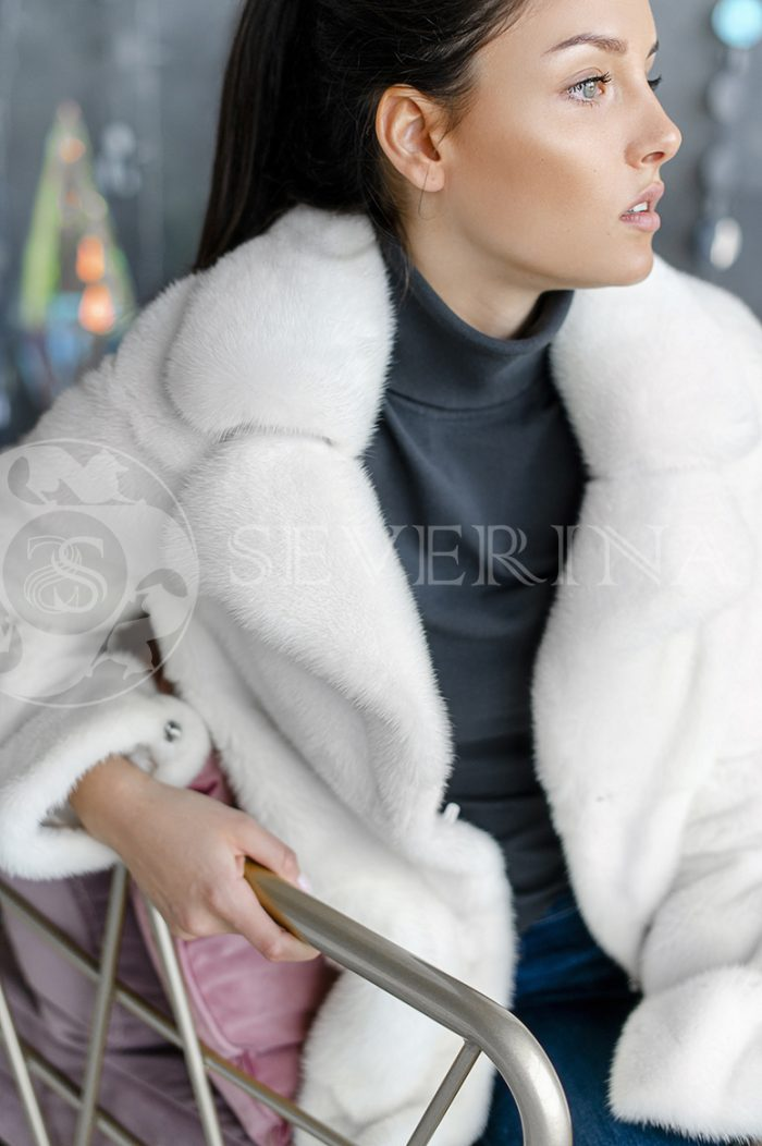 154 700x1052 - шуба из меха канадской норки white