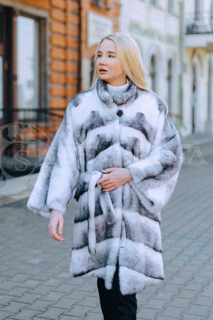 belaja norka krestovka polosami blondinka v gorode 2 700x1050 - шуба из меха норки-крестовки sapphire cross