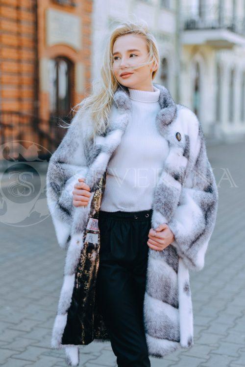 belaja norka krestovka polosami blondinka v gorode 4 500x750 - шуба из меха норки-крестовки sapphire cross