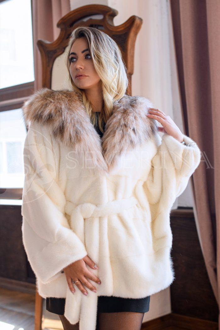 belaja norka rys kapjushon blondinka v studii 1 700x1050 - шуба из меха норки pearl с отделкой мехом рыси