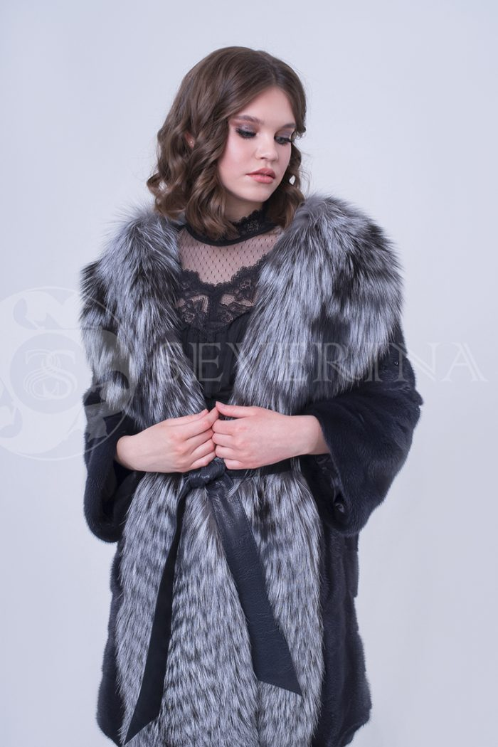 doletskiy 0847 700x1050 - шуба из меха скандинавской норки с отделкой из меха серебристо-черной лисы