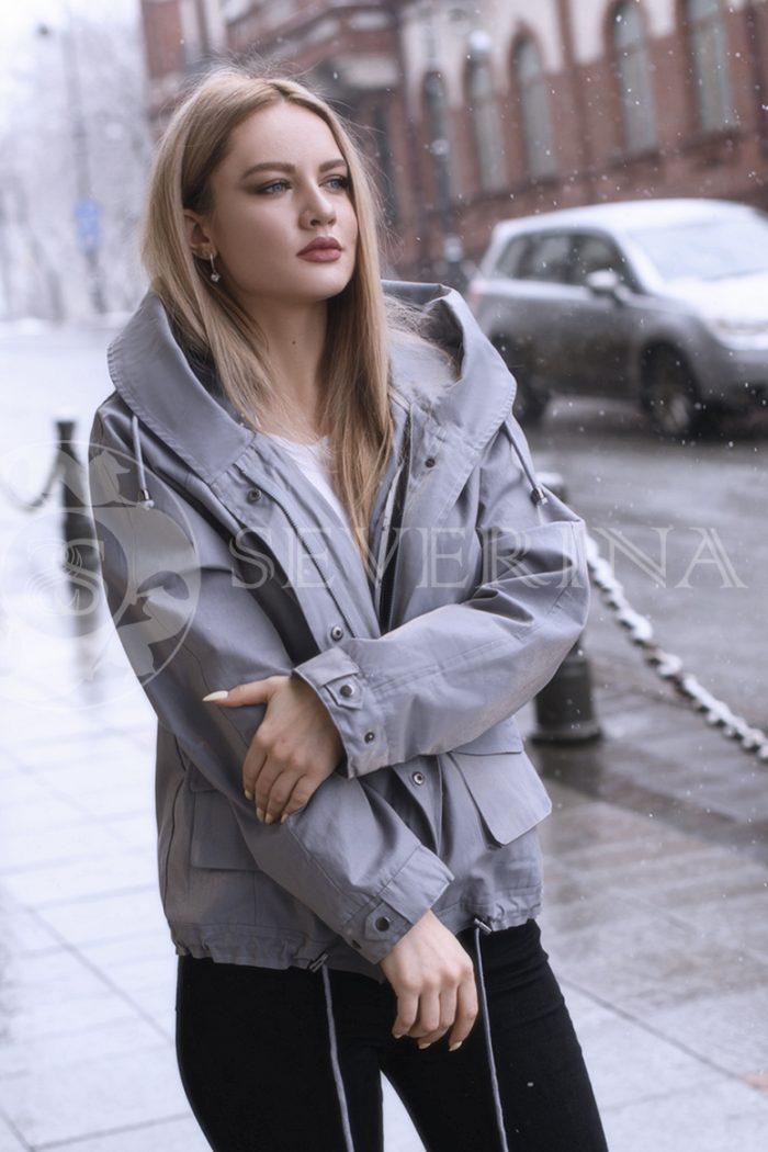 gen4514 700x1050 - куртка с отделкой из меха лисы