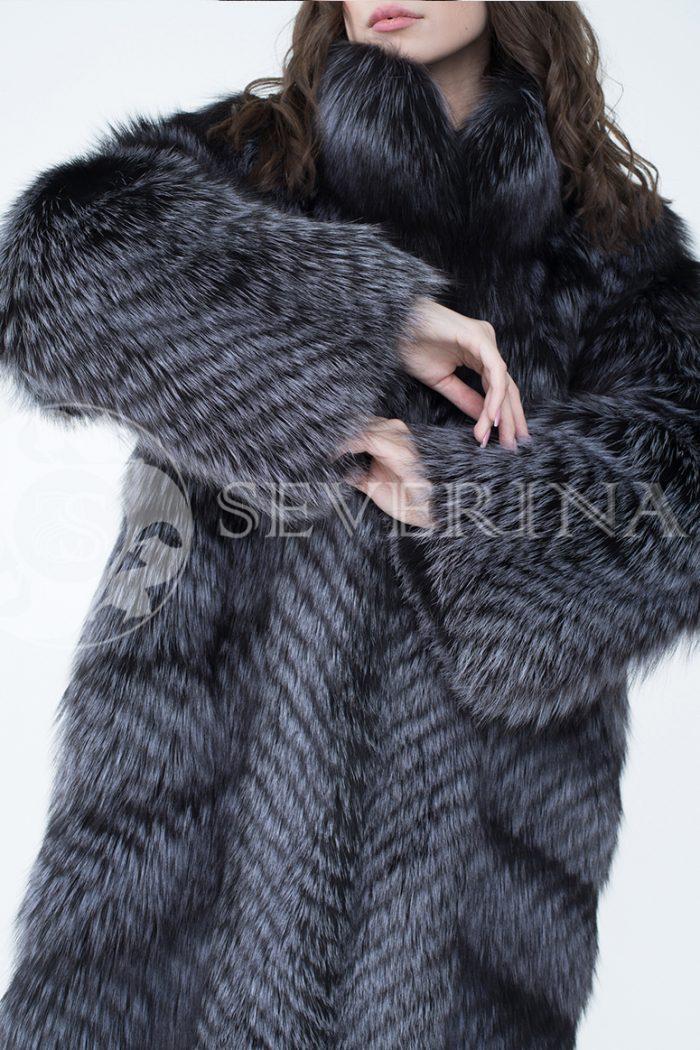 lev302717 1 700x1050 - шуба из меха серебристо-черной лисы