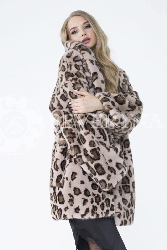 lev302737 1 700x1049 - шуба из меха норки с леопардовым принтом