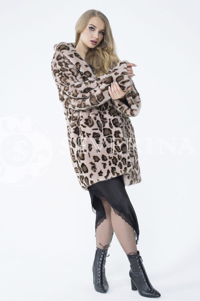 lev302738 1 700x1051 - шуба из меха норки с леопардовым принтом
