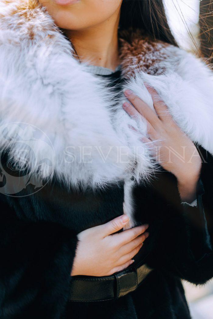 "norka chernaja rys na kapjushone korejanka v gorode 4 700x1050 - шуба из меха норки ""черный бриллиант"" с воротником-капюшоном из меха рыси"