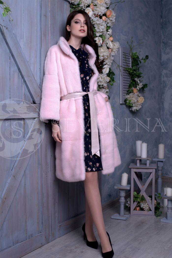 rozovaja norka liza na sinem dereve 1 700x1050 - шуба из меха норки нежно-розового цвета