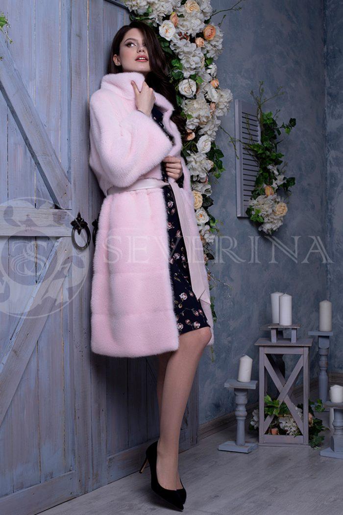 rozovaja norka liza na sinem dereve 2 700x1050 - шуба из меха норки нежно-розового цвета
