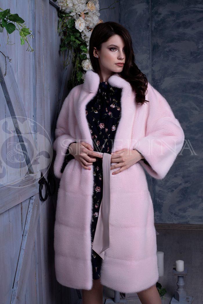 rozovaja norka liza na sinem dereve 3 700x1050 - шуба из меха норки нежно-розового цвета