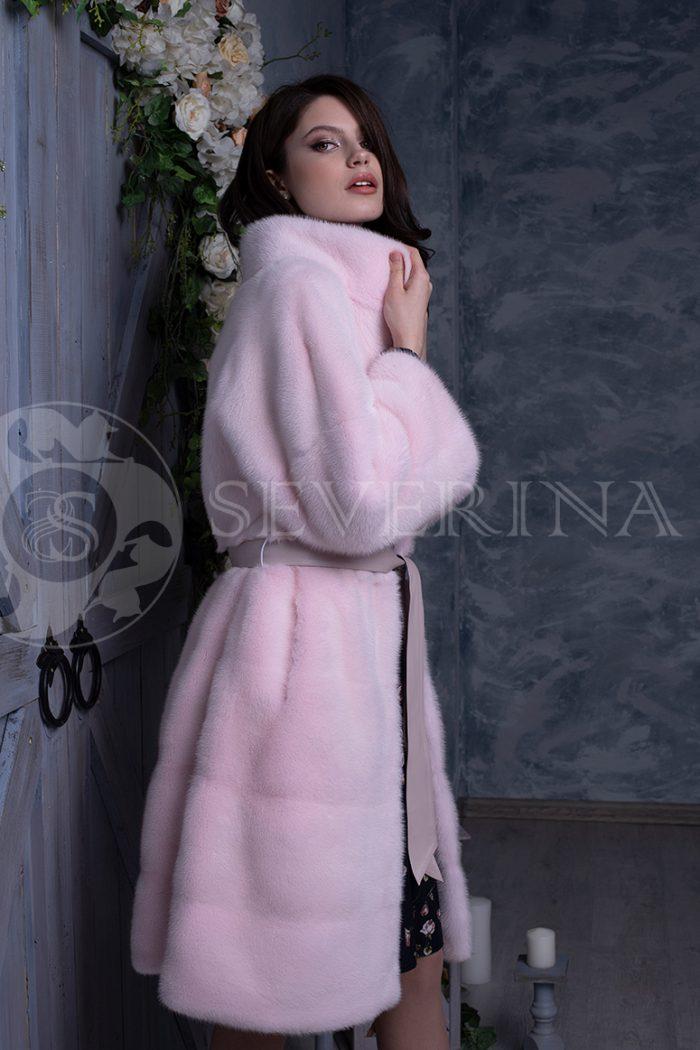 rozovaja norka liza na sinem dereve 4 700x1050 - шуба из меха норки нежно-розового цвета