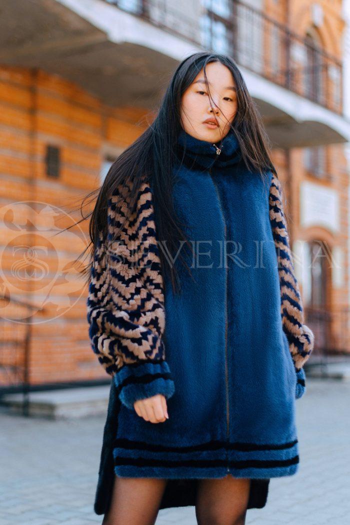 sinjaja s jetno rukavami korejanka v gorode 2 700x1050 - шуба из меха норки темно-синего цвета с инкрустацией