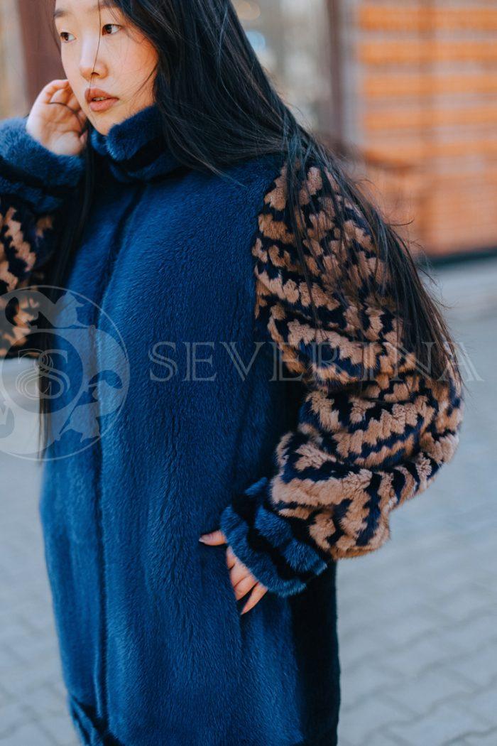 sinjaja s jetno rukavami korejanka v gorode 3 700x1050 - шуба из меха норки темно-синего цвета с инкрустацией