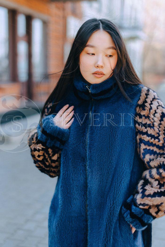 sinjaja s jetno rukavami korejanka v gorode 4 700x1050 - шуба из меха норки темно-синего цвета с инкрустацией