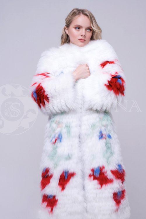 belaja s jarkimi cvetami 4 500x750 - шуба из меха песца белого цвета с инкрустацией цветным мехом