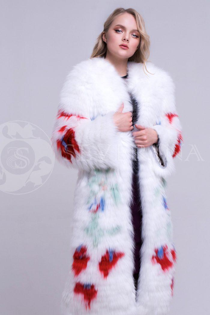 belaja s jarkimi cvetami 5 700x1050 - шуба из меха песца белого цвета с инкрустацией цветным мехом