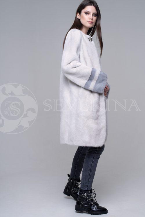 шуба из меха норки с воротником-капюшоном из меха серебристо-черной лисы