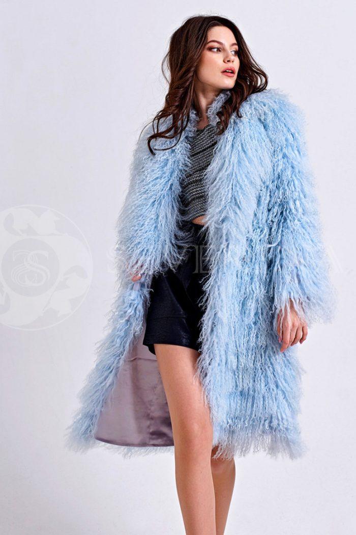 шуба из меха ламы нежно-голубого цвета