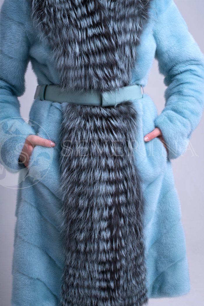 golubaja norka do kolena vorotnik chernoburka 1 700x1050 - шуба из меха норки бирюзового цвета с отделкой мехом серебристо-черной лисы