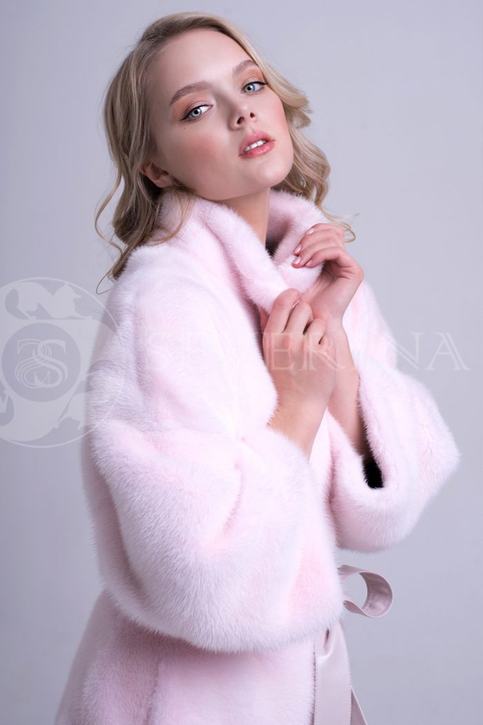 nezhno rozovaja norka stojka 2 700x1050 - шуба из меха норки нежно-розового цвета