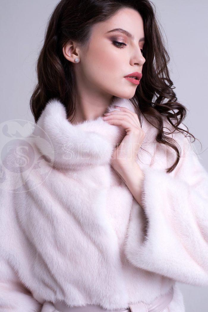 nezhno rozovaja norka poper bok 1 700x1050 - шуба из меха норки pearl пудрового цвета