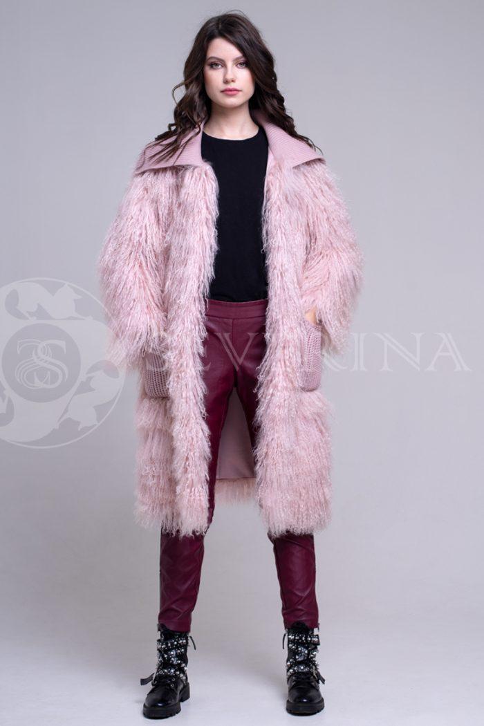rozovaja lama 1 700x1050 - шуба из меха ламы пудрового цвета