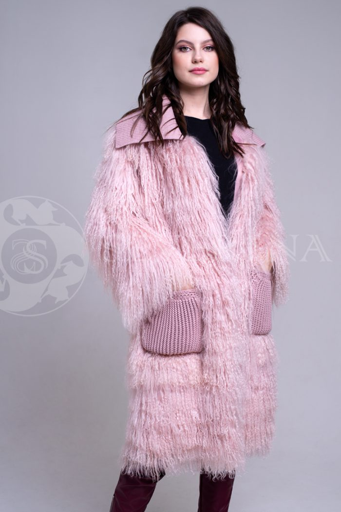 rozovaja lama 3 700x1050 - шуба из меха ламы пудрового цвета