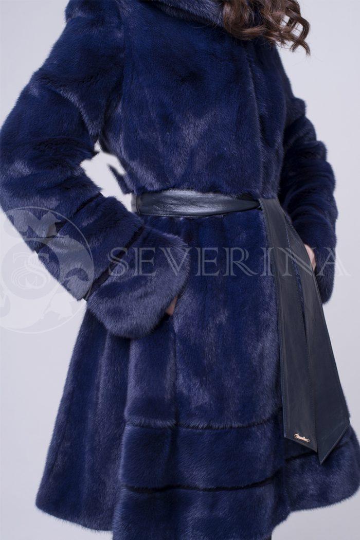 t.sinjaja norka kapjushon kozhanyj pojas 1 700x1050 - шуба их меха канадской норки темно-синего цвета сапфир