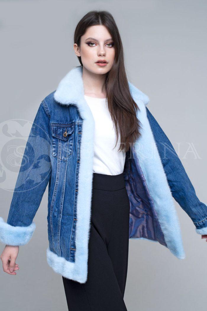 джинсовая куртка с отделкой мехом норки голубого цвета