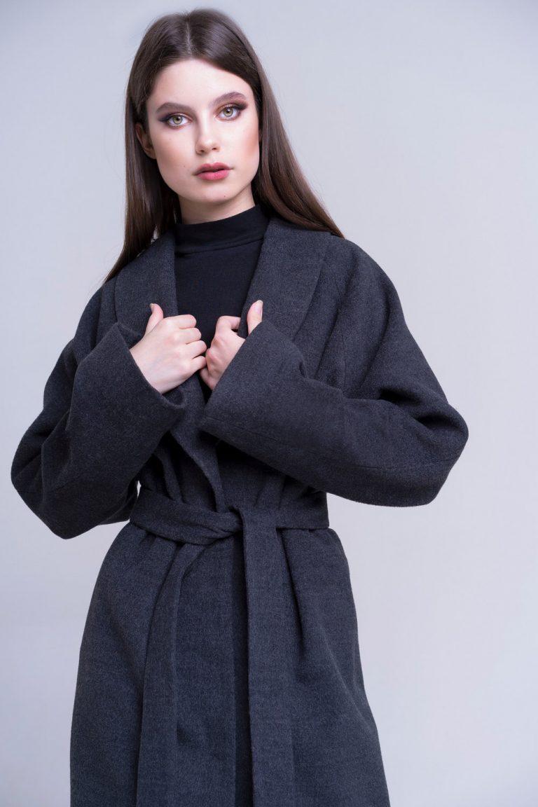 doletskiy 0368 768x1152 - пальто с отделкой из меха песца в цвете соболь