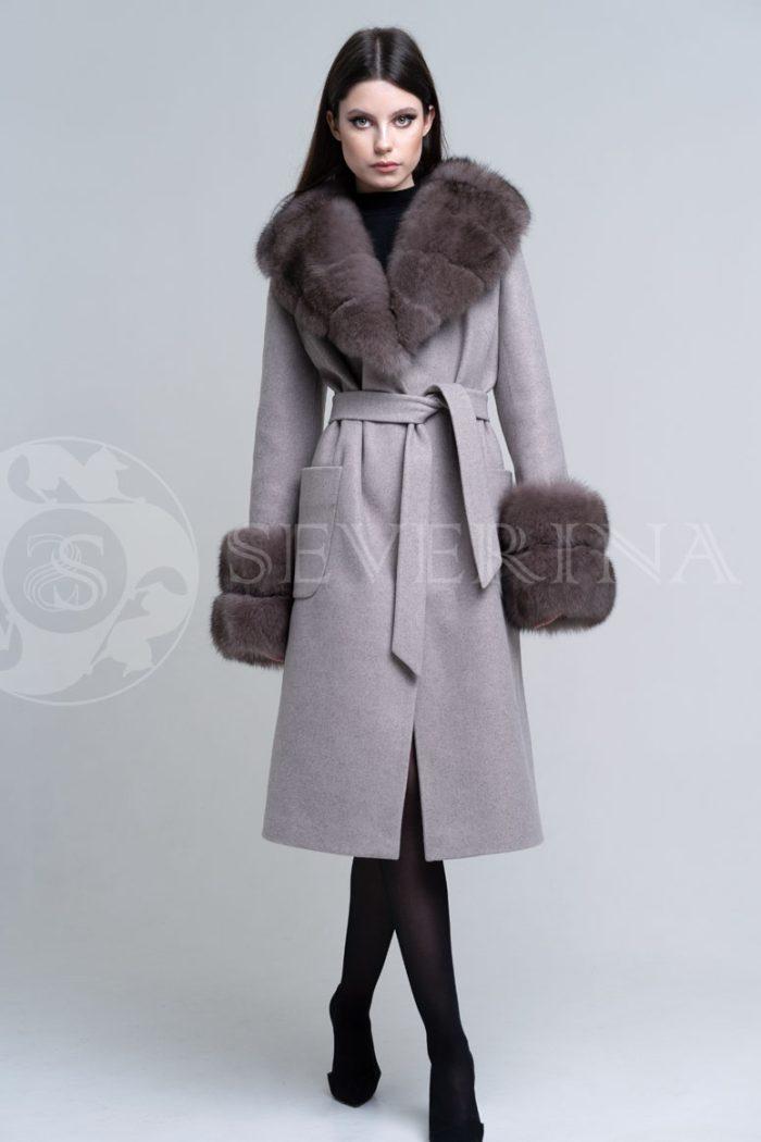 bezhevoe pesec2 700x1050 - пальто с отделкой из меха песца в цвете соболь