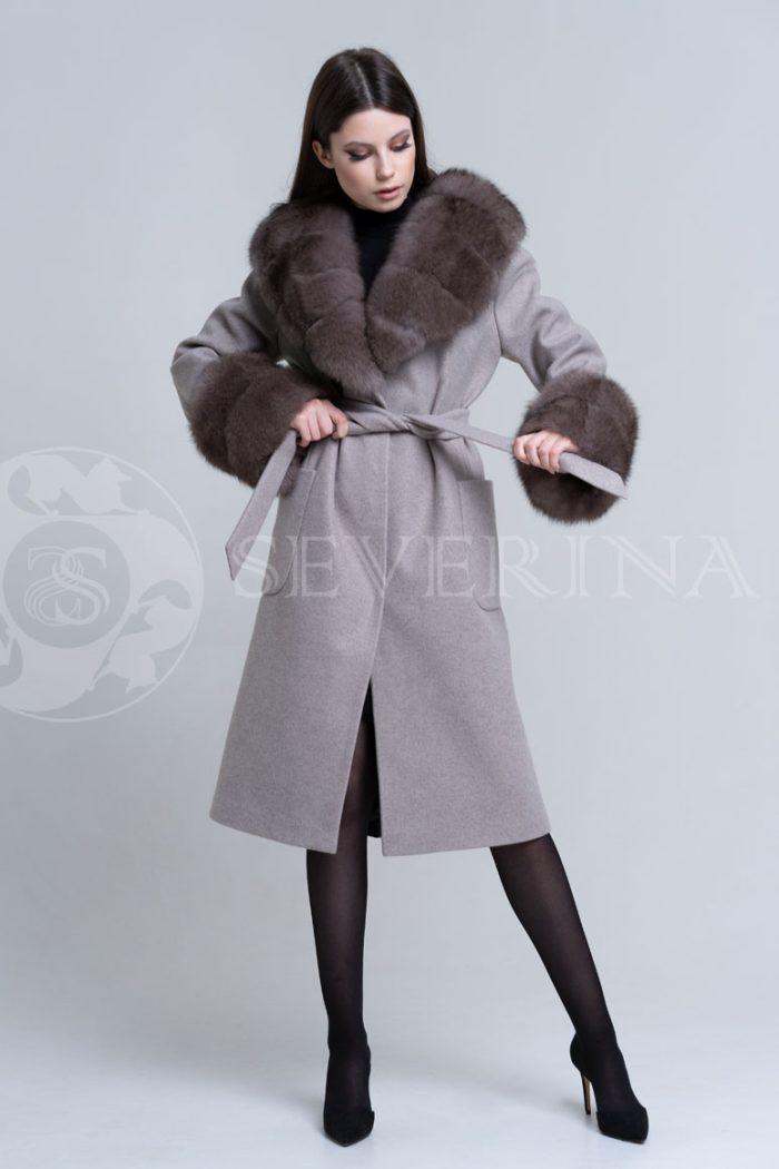 bezhevoe pesec3 700x1050 - пальто с отделкой из меха песца в цвете соболь