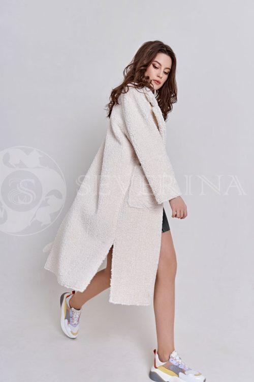 пальто из букле цвета айвори