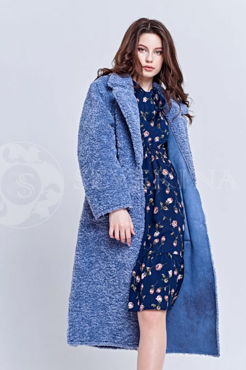 пальто из букле пастельно-синего цвета