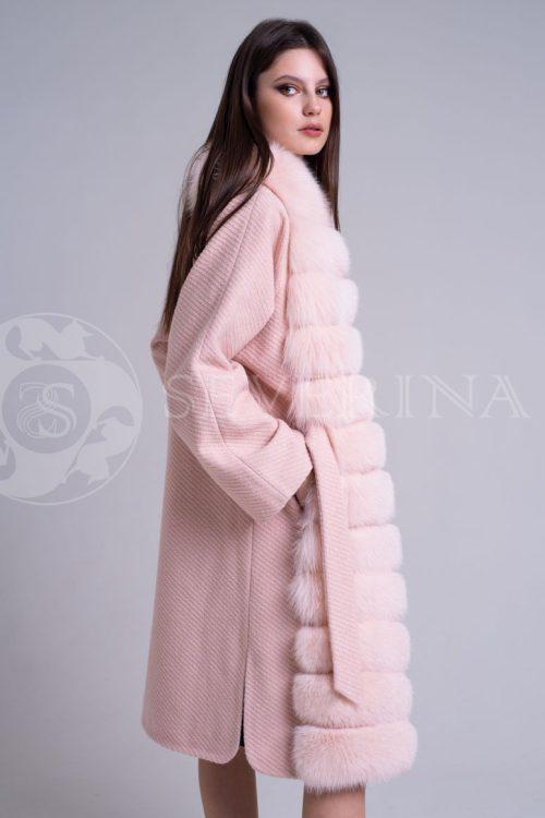 пальто с отделкой из меха песца пудрового цвета
