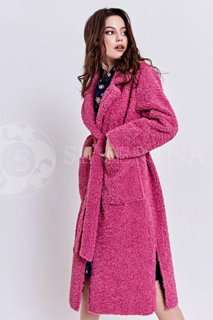 пальто из букле брусничного цвета