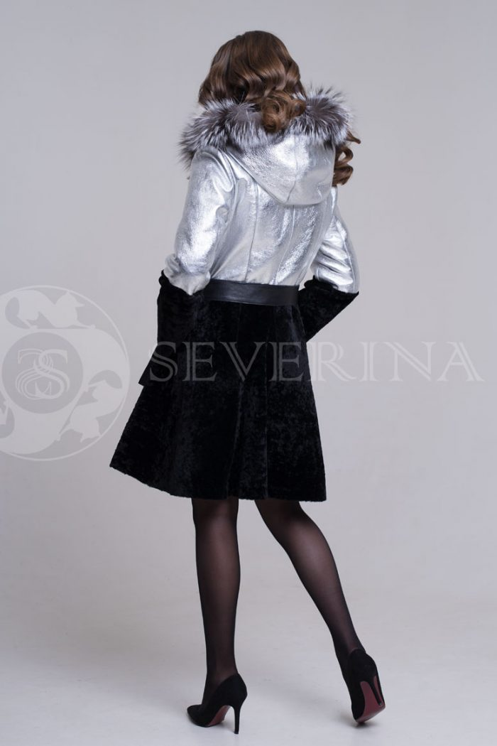 dublenka shuba serebristo chernaja fason plate4 700x1050 - куртка-дубленка из металлизированной кожи и овчины с отделкой мехом чернобурки