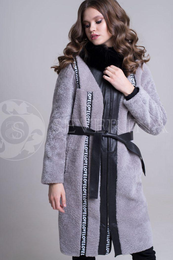 seraja tejpy3 700x1050 - шуба-дубленка из овчины с отделкой мехом песца, кожей и тейпами