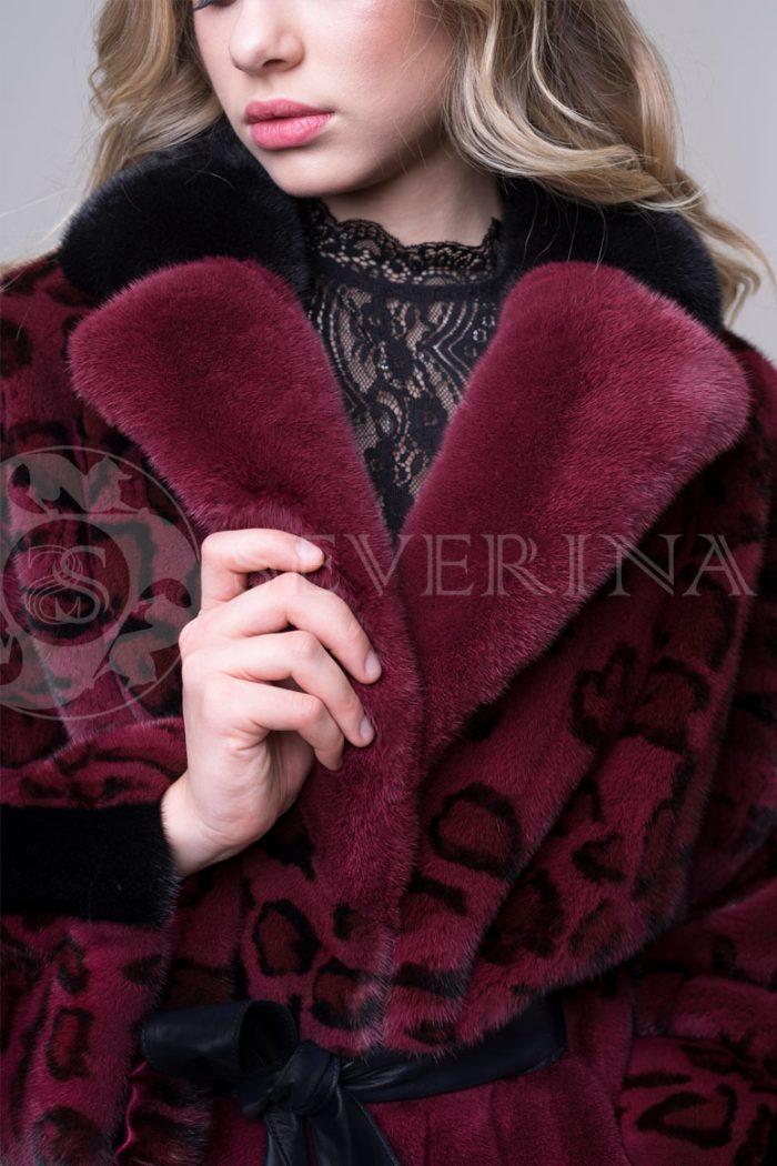 шуба из меха норки бордового цвета с леопардовым принтом