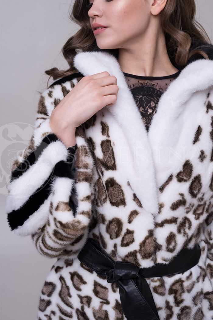 shuba leopard belaja lampasy 3 2 700x1050 - шуба из меха норки с леопардовым принтом