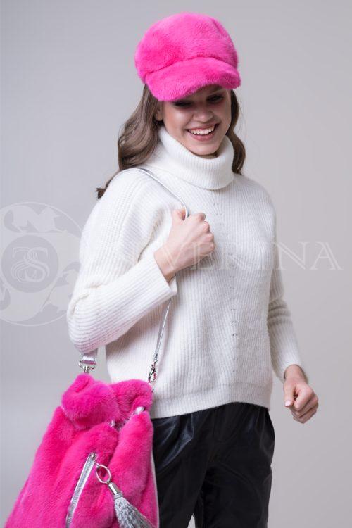 кепка из меха норки розового цвета