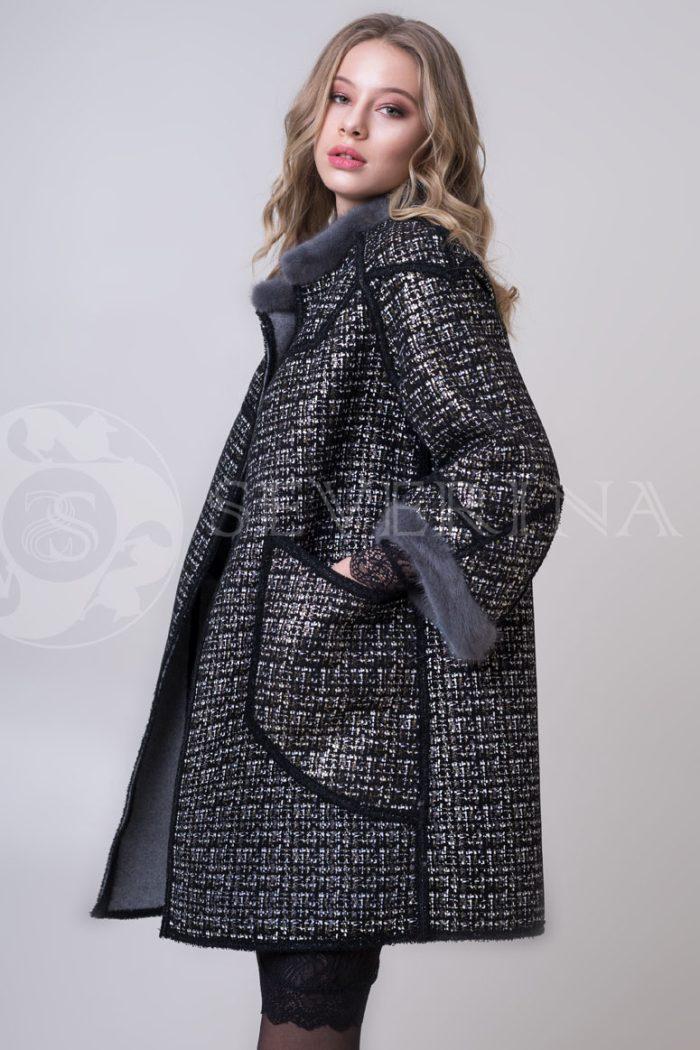 palto chanel 2 storonnee 1 storona 1 1 700x1050 - двустороннее пальто-дубленка с выработкой под твид Chanel и отделкой цветным мехом норки
