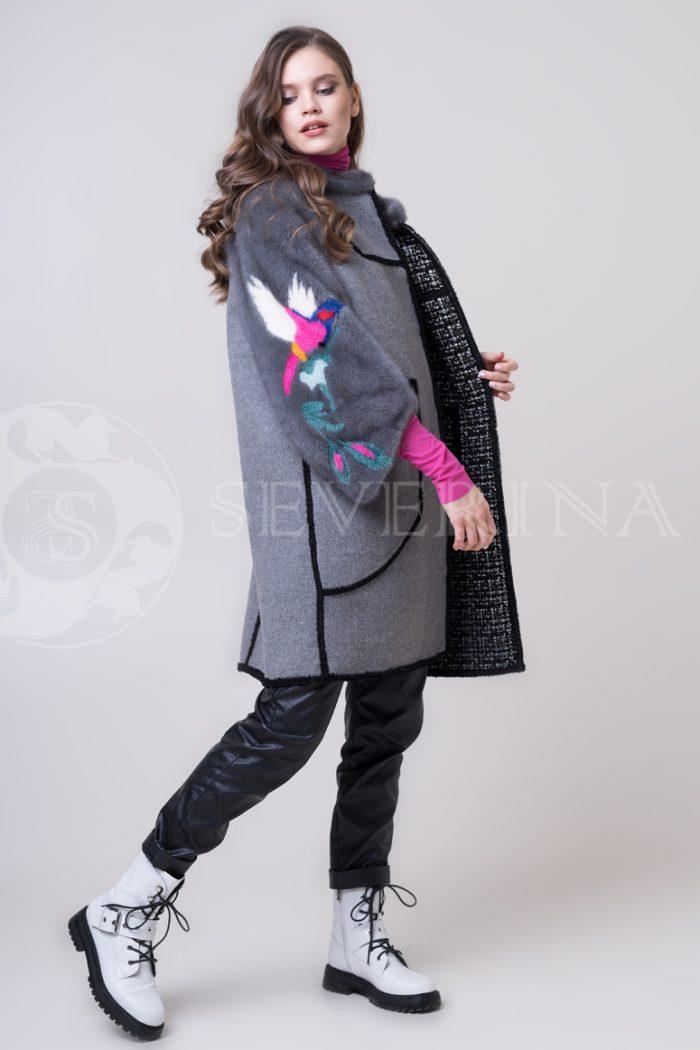 palto chanel 2 storonnee 1 storona 2 1 700x1050 - двустороннее пальто-дубленка с выработкой под твид Chanel и отделкой цветным мехом норки