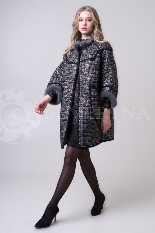 двустороннее пальто-дубленка с выработкой под твид Chanel и отделкой цветным мехом норки