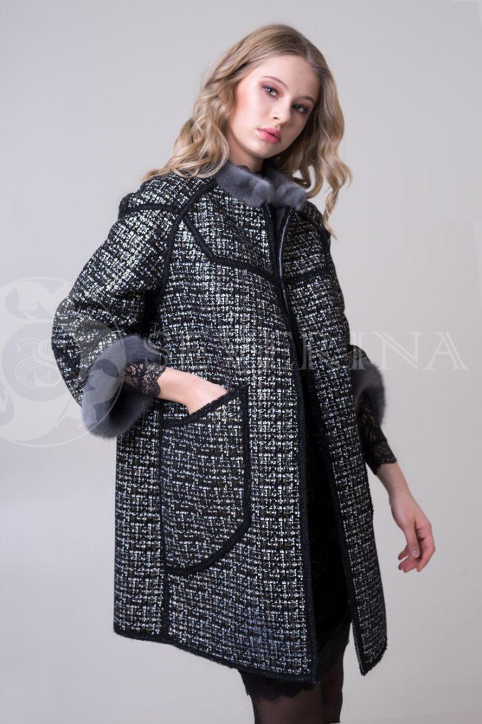 palto chanel 2 storonnee 1 storona 5 700x1050 - двустороннее пальто-дубленка с выработкой под твид Chanel и отделкой цветным мехом норки