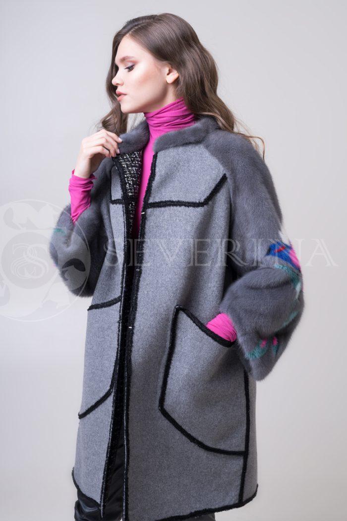 palto chanel 2 storonnee 1 storona 6 700x1050 - двустороннее пальто-дубленка с выработкой под твид Chanel и отделкой цветным мехом норки